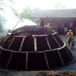 Prižig oglarske kope v Srednjem Lipovcu